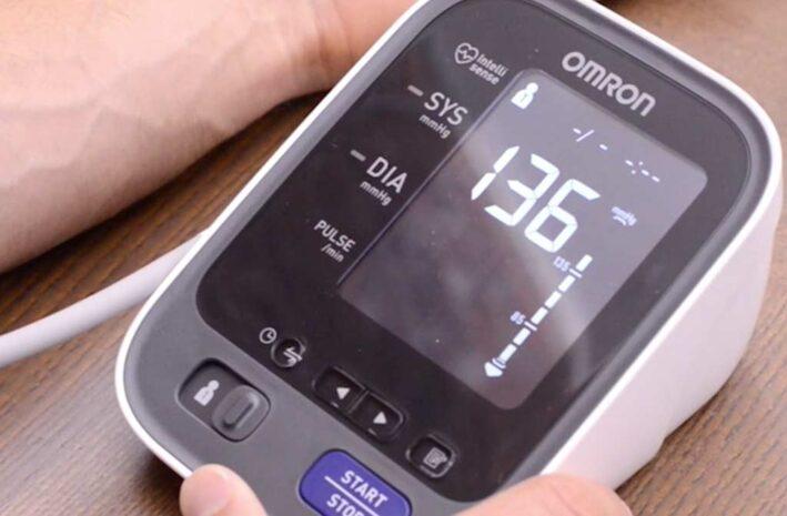 1 op de 4 Nederlanders heeft een te hoge bloeddruk. Veel weten niet dat ze hier last van hebben.