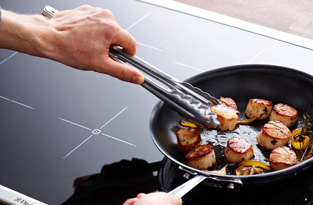 Koken op inductie: grillen, wokken, braden en sudderen