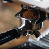 Gemalen koffie geschikt voor espresso via de pistonmachine