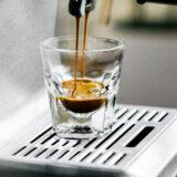 Wat is de juiste waterdruk voor een espresso met een pistonmachine?